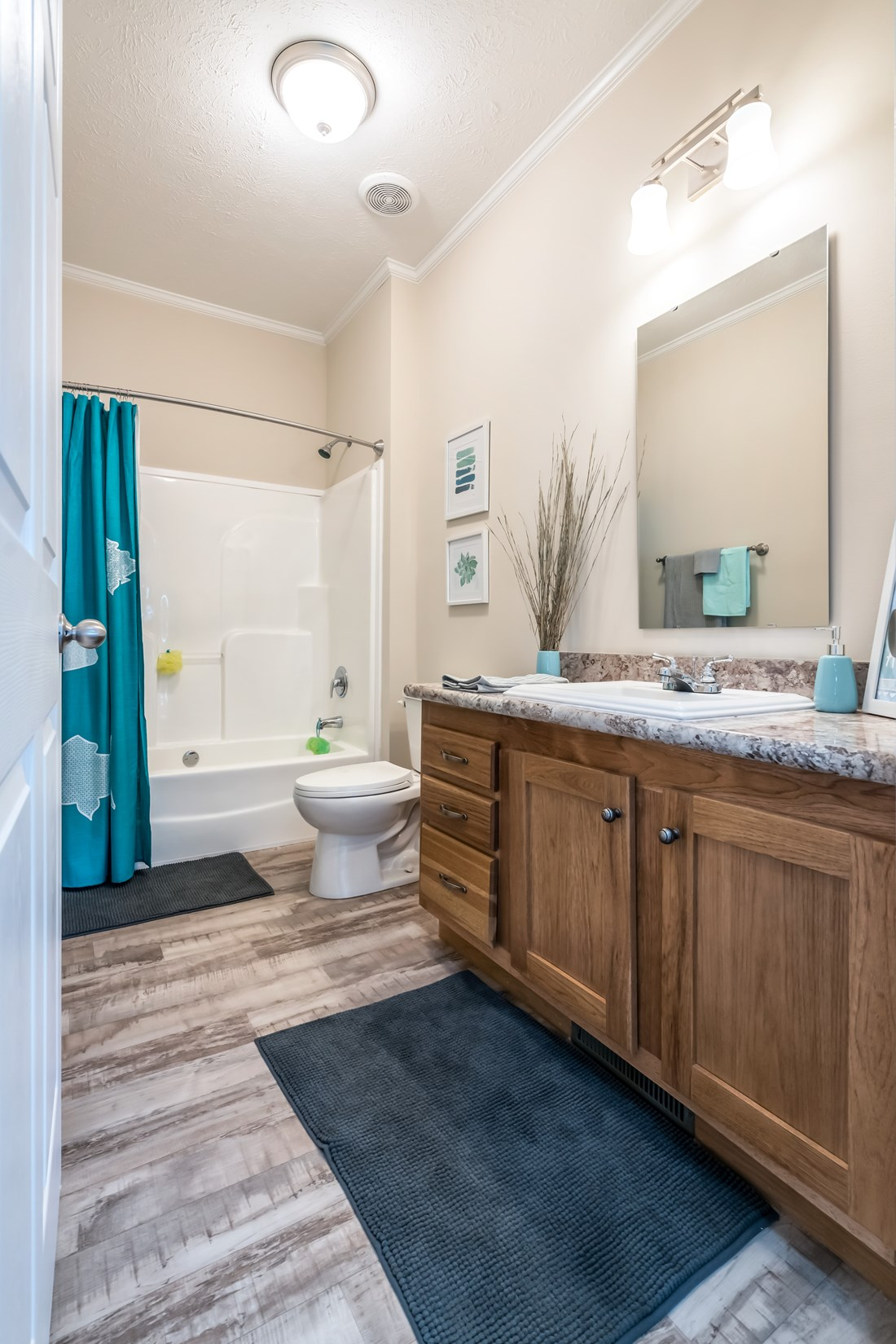 The 2914 HERITAGE Guest Bathroom. This Manufactured Mobile Home features 3 bedrooms and 2 baths.