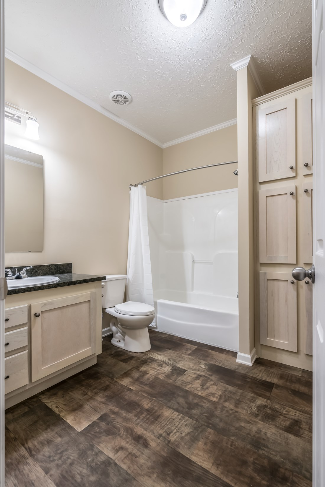 The 2088 HERITAGE Guest Bathroom. This Manufactured Mobile Home features 3 bedrooms and 2 baths.