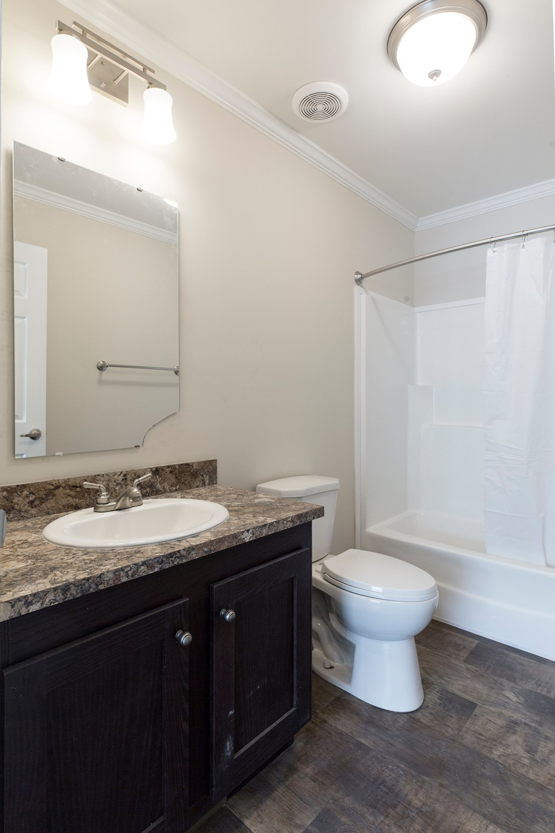 The 2089 52X28 3+2 HERITAGE Guest Bathroom. This Manufactured Mobile Home features 3 bedrooms and 2 baths.