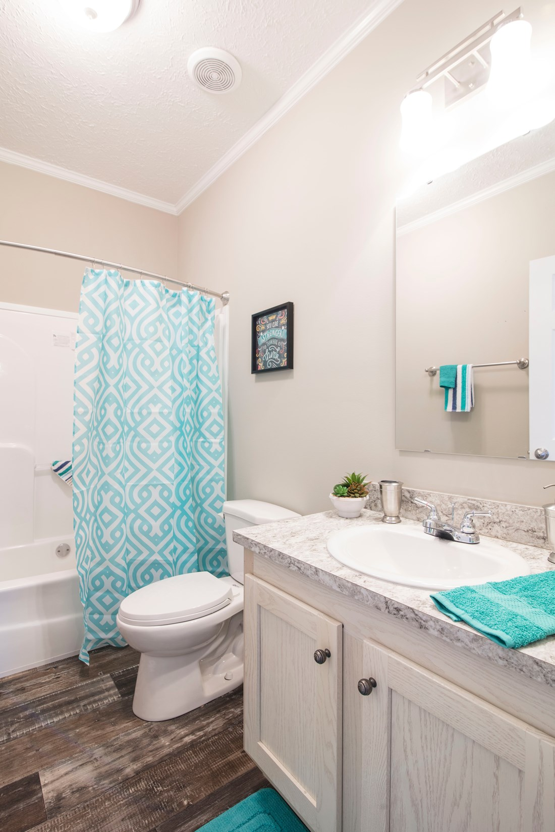 The 3338 HERITAGE Guest Bathroom. This Manufactured Mobile Home features 4 bedrooms and 2 baths.