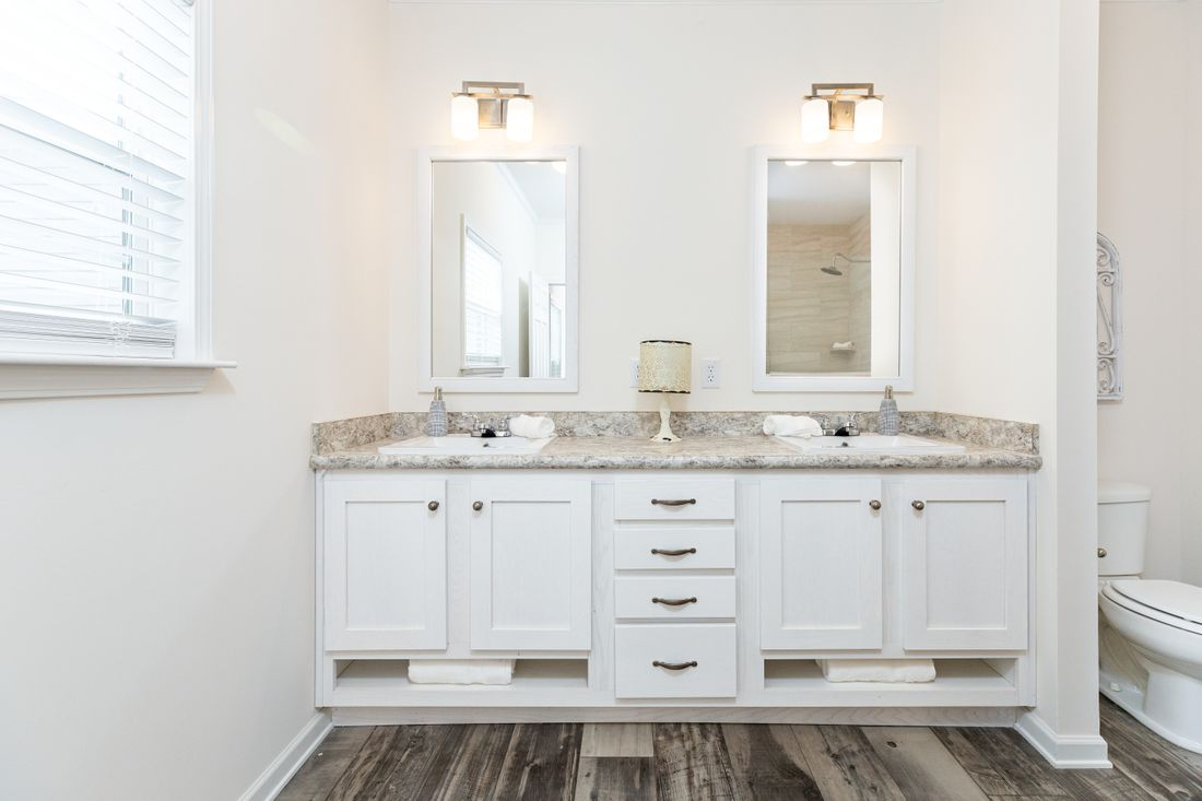 The 1714 HERITAGE Master Bathroom. This Manufactured Mobile Home features 3 bedrooms and 2 baths.